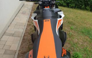 KTM Adventure 790 R mit hoher Sitzbank