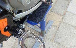 X-Grip Piranhas Fußrasten und Enduro Engineering Bremspedalaufsatz