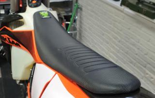 X-Grip Baboos Butt Sitzbankbezug für KTM EXC