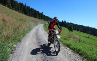 Jentlflow Endurowandern in Slowenien Schotterstraßen in herrlicher Landschaft hinter Rogla
