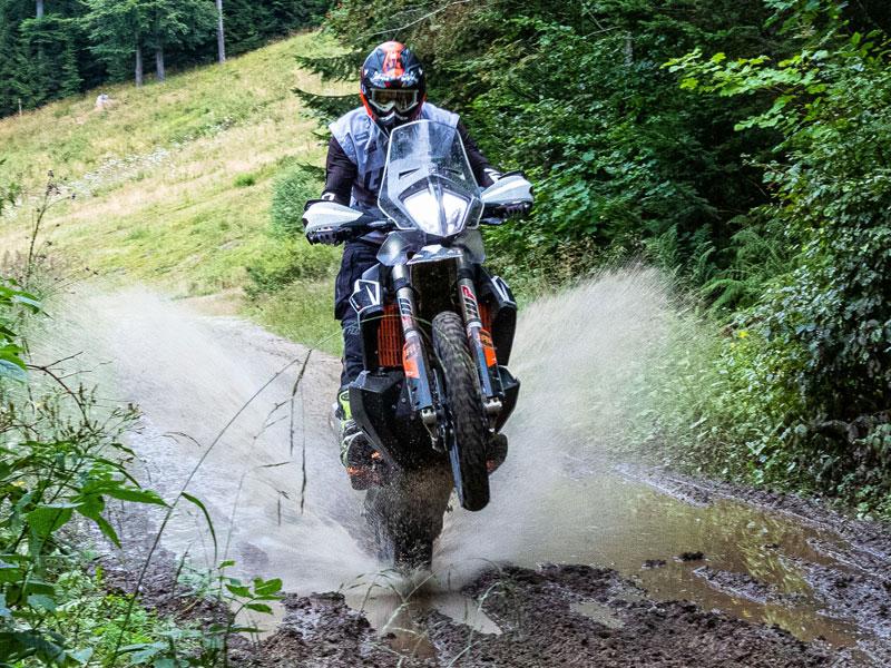 Dunlop Trailmax Mission im JentlFlow Test, am Hinterrad durchs Wasser