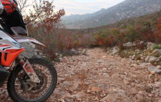 Adventurebiketour Jentlflow am TET Kroatien, Grob steinige Abfahrt