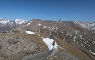 Westalpen Adventurebiketour Jentlflow 2020 Forte Jafferau das letzte Schneefeld